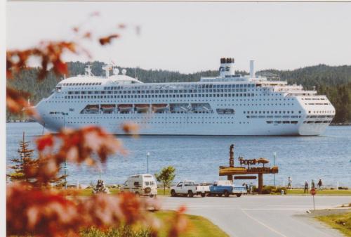 Cruise Ships Hardy Bay 001
