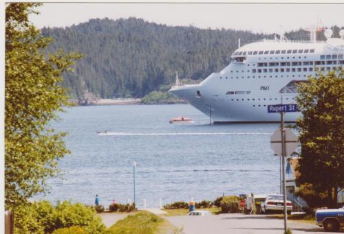 Cruise Ships Port Hardy 001